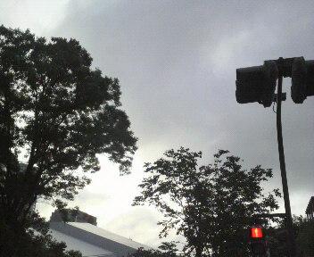 トーキョーの梅雨空